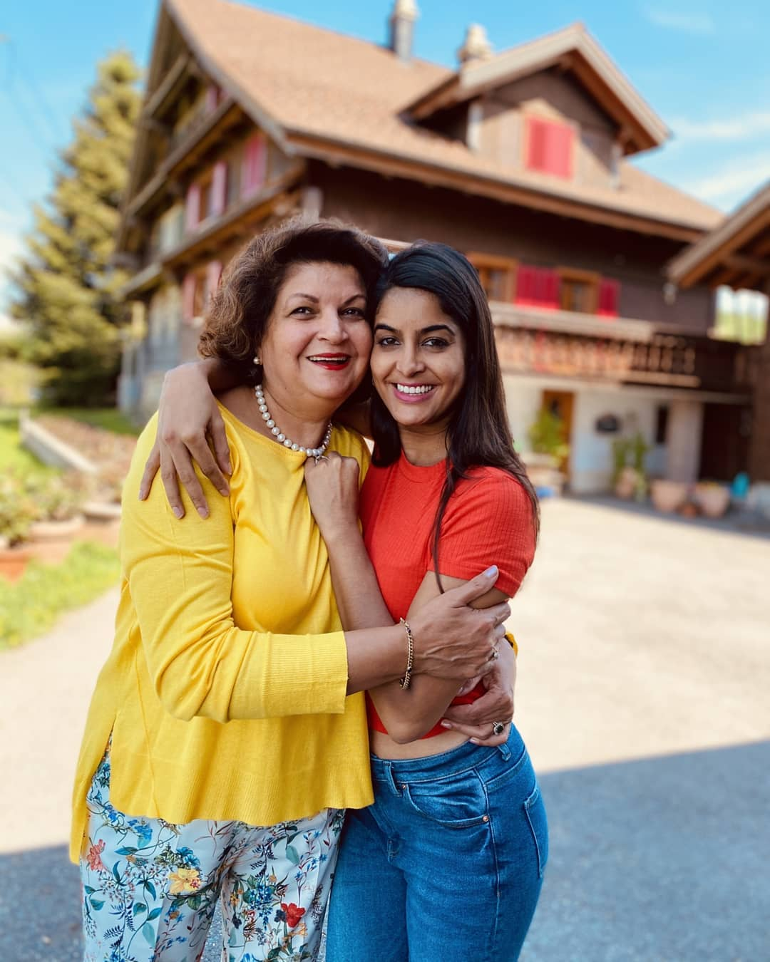 anisha-dutta-with-her-mother