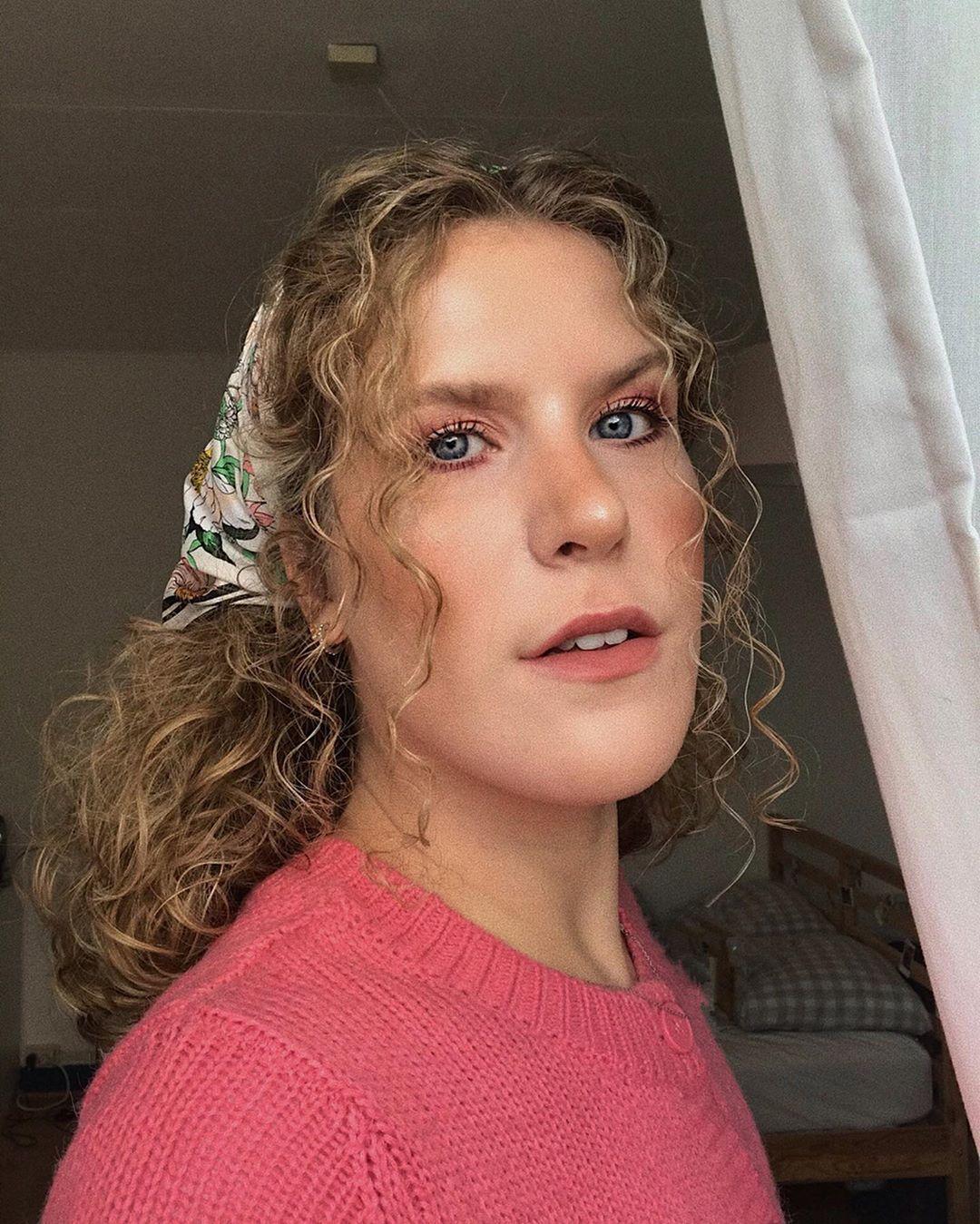 Emma Keuven Biography