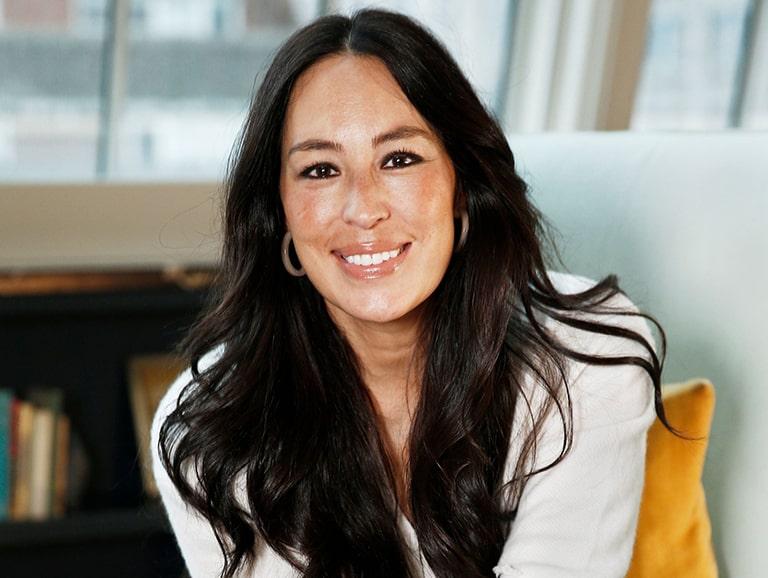 Joanna Gaines Wiki, Age, Bio-Data, Net Worth, Husband, Facts & More